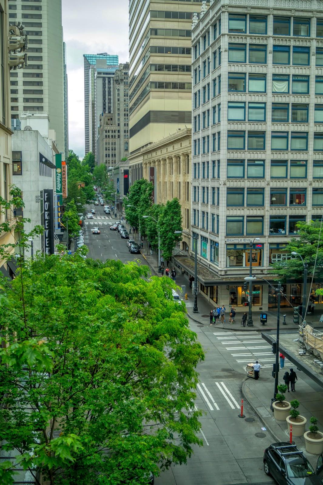 Застройка в Сиэтле очень плотная, дороги - узкие.