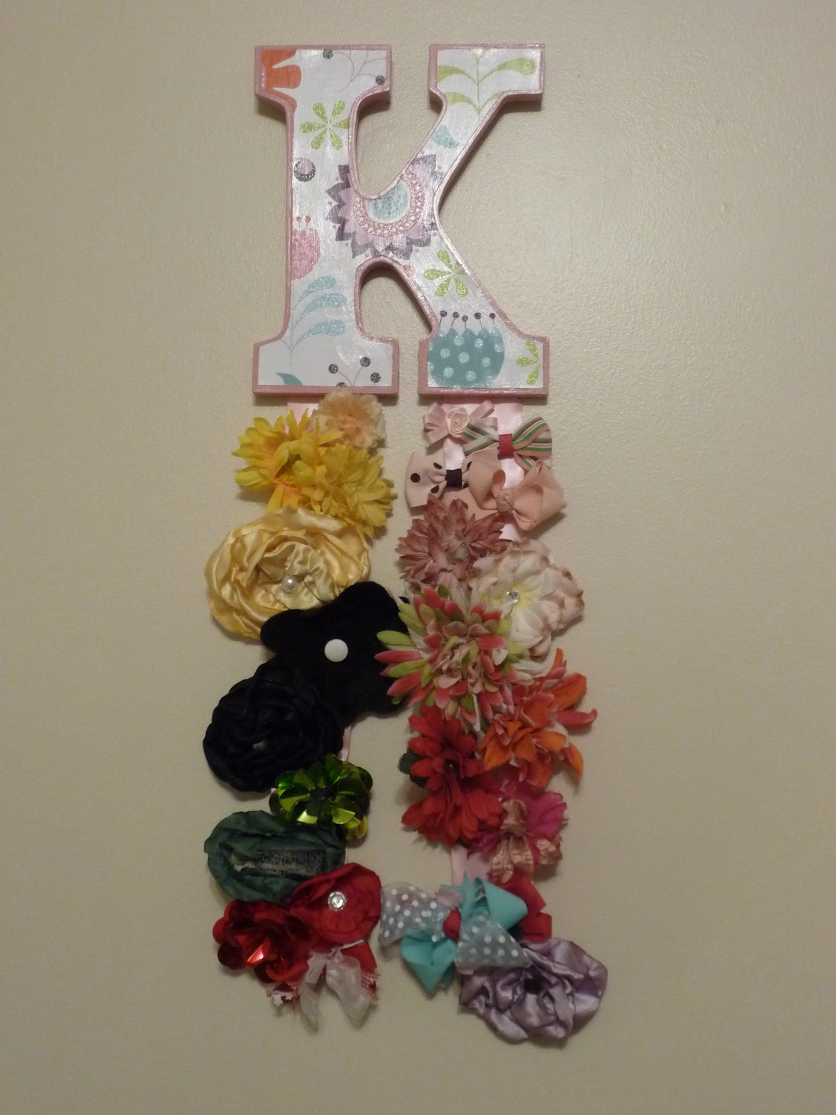 How to organize hair bows - Then I Hung All Her Bows And Flowers On The Pink Ribbon