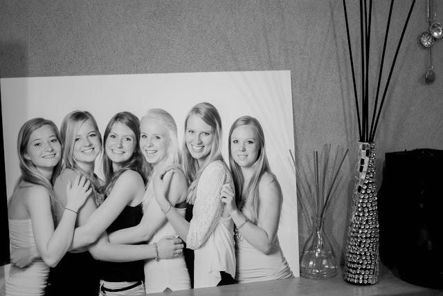 groepsfoto vriendinnen zwart wit millefiori diffuser body shop