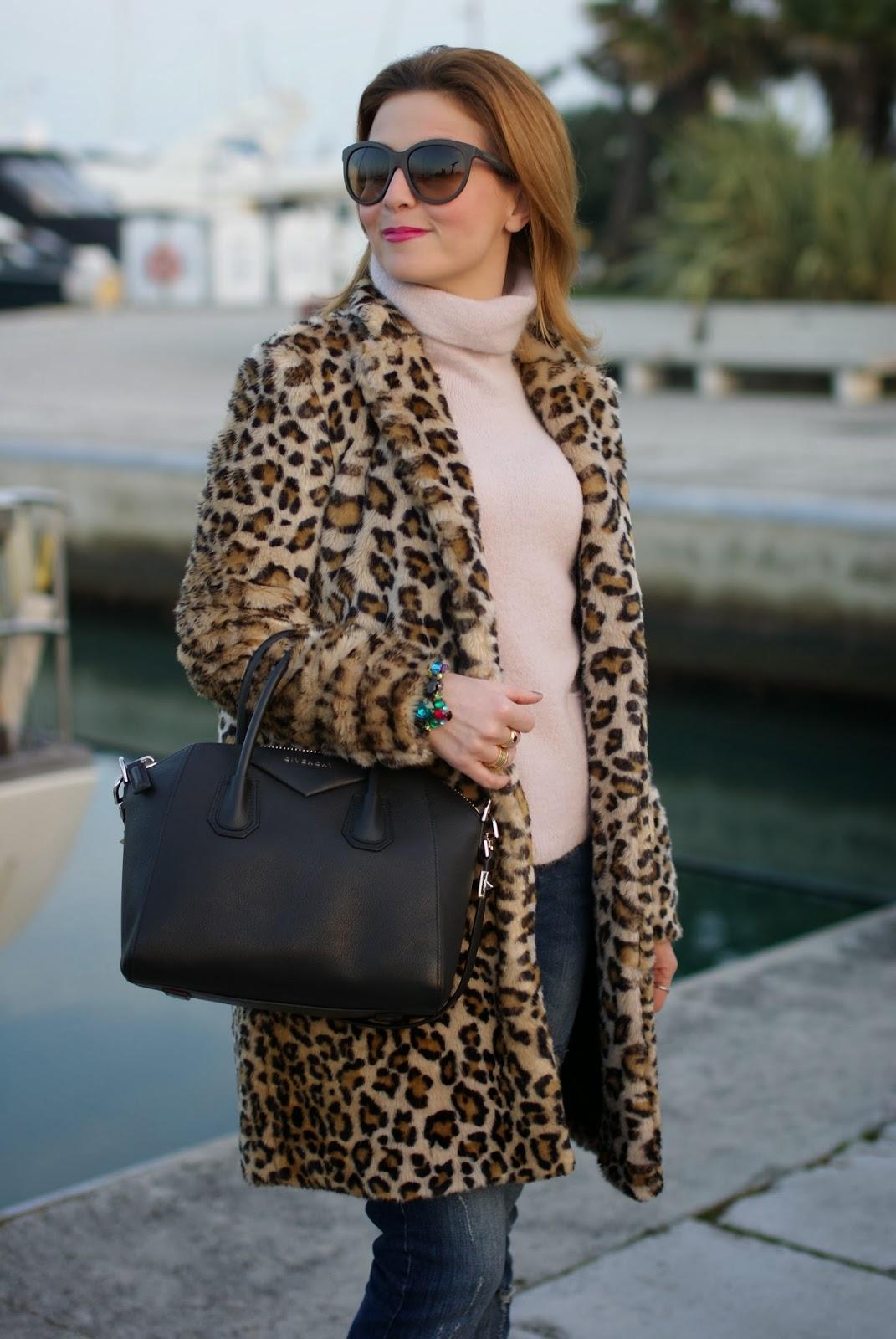 zara leopard coat, leopard faux fur coat, pink sweater, noisy may jeans, givenchy antigona bag, fashion and cookies, fashion blogger