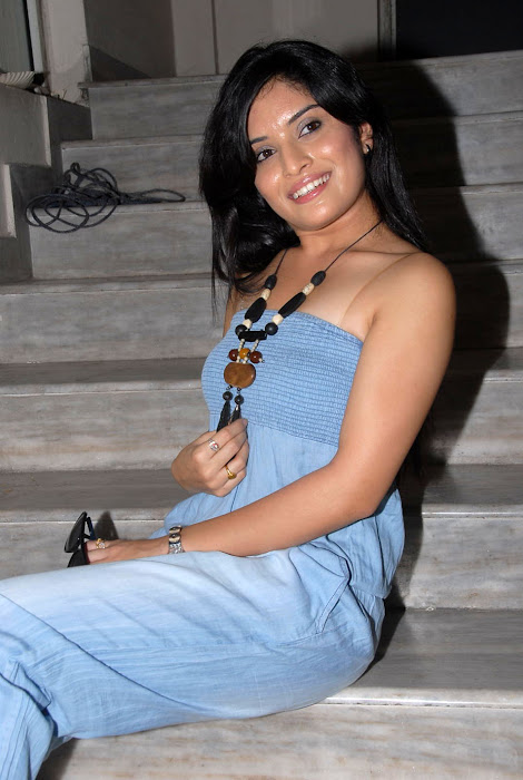 nikitha shetty at facebook movie logo launch, nikitha shetty actress pics