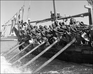 Pearlers rowing into Dubai Creek 1950 old and rare picture