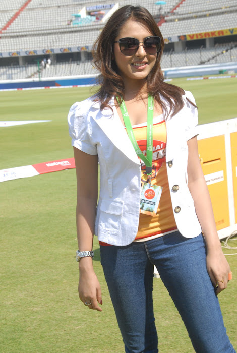 madhu shalini at chennai rhinos vs kerala strikers match unseen pics