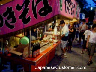 Yakisoba noodle stall in Japan copyright peter hanami 2009