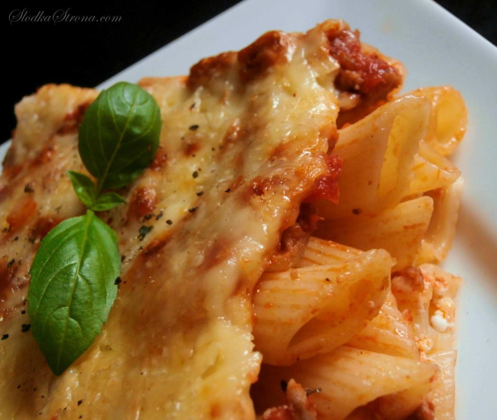 Zapiekanka Makaronowa z Mięsem Mielonym w Sosie Pomidorowym - Przepis - Słodka Strona