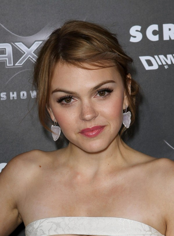 aimee teegarden hot. Aimee Teegarden: Scream 4