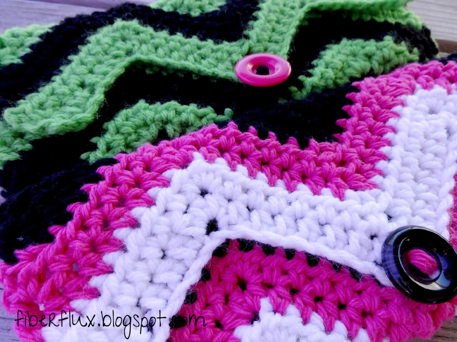 Fiber Flux: Free Crochet Pattern...Graphic Chevron Clutch!