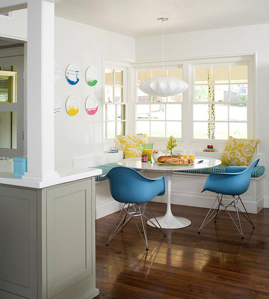 Breakfast_Nook_Bench_Seating http://violetfashionart.blogspot.com/2012/10/innovative-dining-breakfast-nooks.html