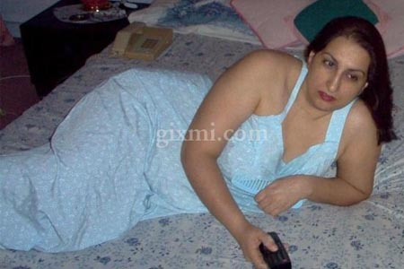 Hot Pakistani Aunty in her Bedroom (PART 1)