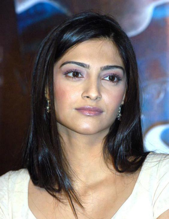 hd wallpapers of sonam kapoor. sonam kapoor hot wallpapers hd. Hot sonam kapoor; Hot sonam kapoor