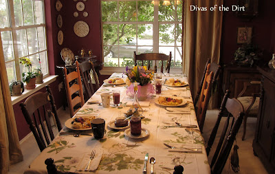 DivasoftheDirt,Buffy dining room