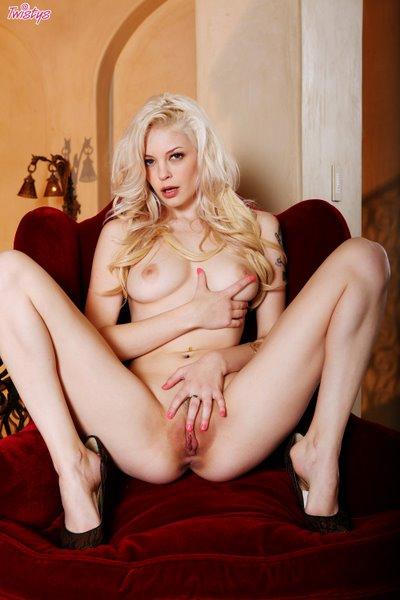 Twistsl2-02 Bree Daniels - Simply Golden 03060