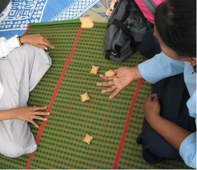 traditional games in malaysia Malay traditional game using wooden boards with holes or holes in the ground (home/house) and the fruit of seeds wrapped in cellophane, rubber seeds, marbles, pebbles, or beards mancala game played in the island of borneo, singapore, and peninsular malaysia.