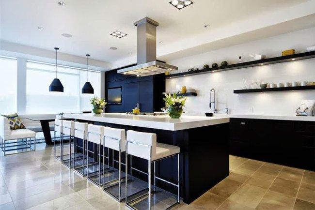 Una cocina grande y luminosa decoraci n for Cocinas grandes