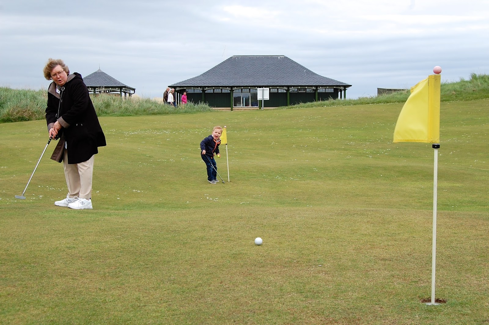 Putting on the Himalayas at the Old Course
