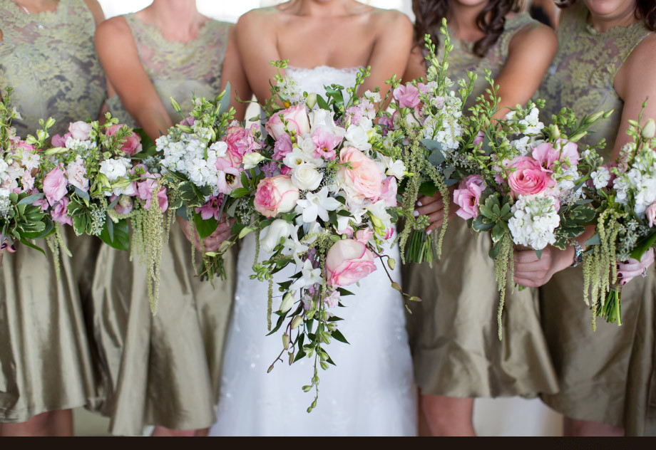 Wedding Flowers To Go With Green Dresses : Chic short dress lace green black bridesmaid