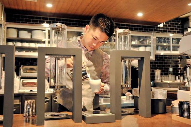 Sinh viên Nhật làm tại phòng thí nghiệm