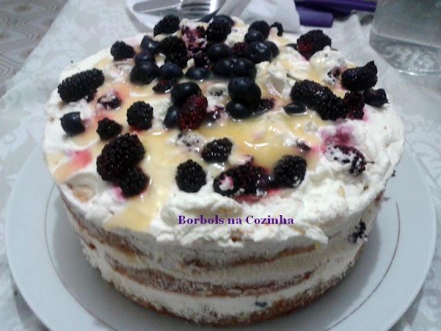 Bolo de Laranja Zero Açúcar com blueberry e amoras