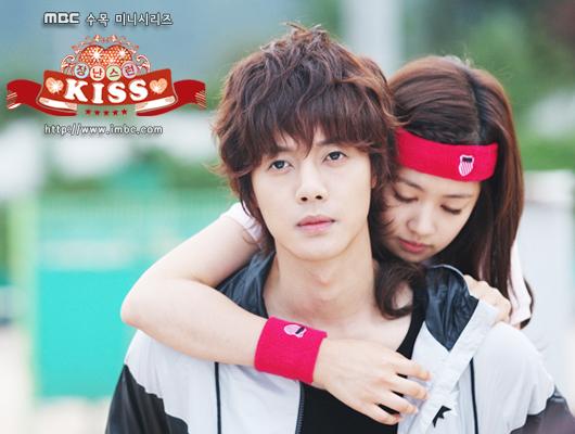 Playful-kiss-mischievous-kiss-16273977-5