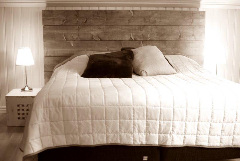 Livet på Säludden Sängbord och sängram på plats