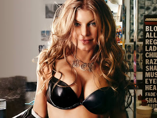 fergie big breasts