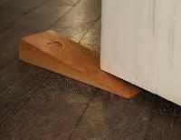 Ejemplo de cuña: tope o calzador de puerta