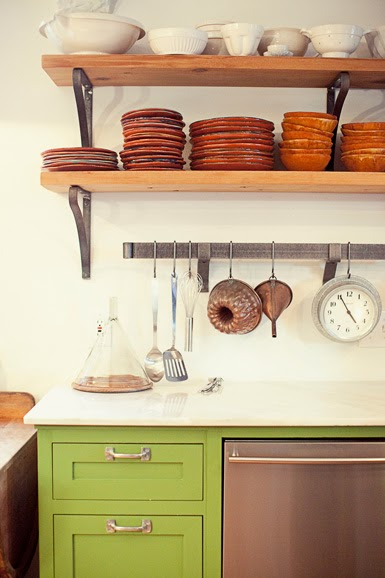 belle maison: In the Kitchen: Open Shelving vs. Cabinets