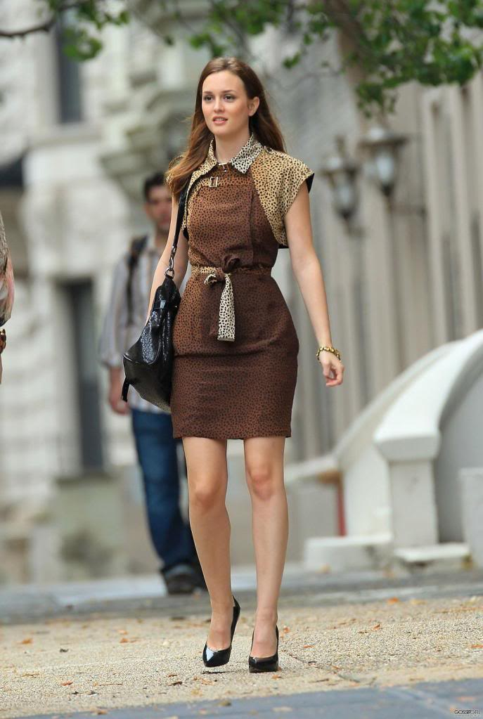 Who Doesn T Love Gucci A Cly Auburn Brown Dress On Blair Waldorf Not I This Outfit Except For The Cape Is Remarkable