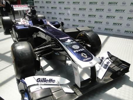 Bangu Shopping expõe carro do piloto Bruno Senna