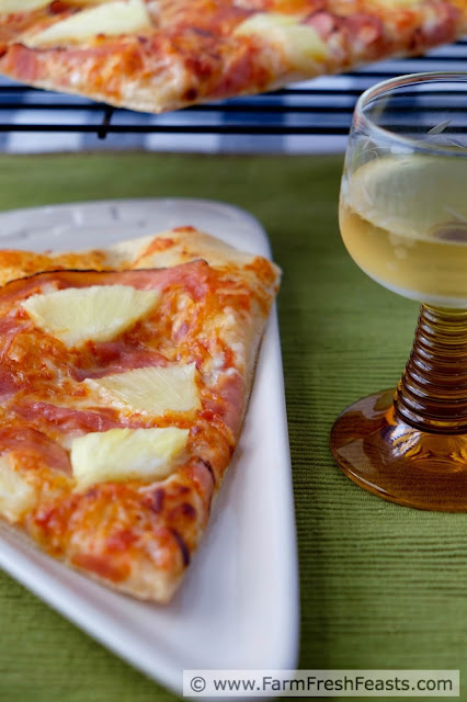 http://www.farmfreshfeasts.com/2015/08/fresh-pineapple-and-shaved-ham-pizza.html
