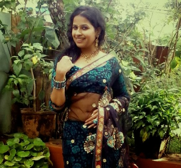 Sadhika Venugopal Hot Navel Show In Saree Mallu Malayalam Serial