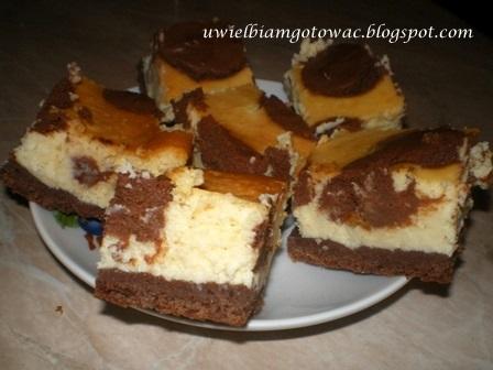 Sernik w czekoladowe łatki