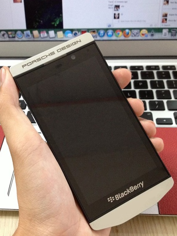 BlackBerry Limited anunció que G4S, un líder global en la industria de la seguridad, ha decidido actualizar a BlackBerry Enterprise Service 10 (BES10) como su solución de movilidad empresarial (EMM). La actualización a BES10 permite a G4S, que tiene más de 4,500 empleados en Argentina, gestionar sus dispositivos. Con BES10, G4S podrá alcanzar nuevos niveles de seguridad móvil, la flexibilidad y la productividad a través de su fuerza de trabajo. Esta solución permitirá a los empleados de G4S a ser más productivos y eficientes mediante la mejora de las comunicaciones y la mejora de la colaboración dentro de la organización.