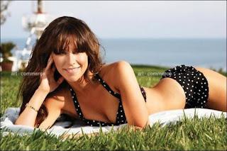 Jennifer Love Hewitt looking sexy