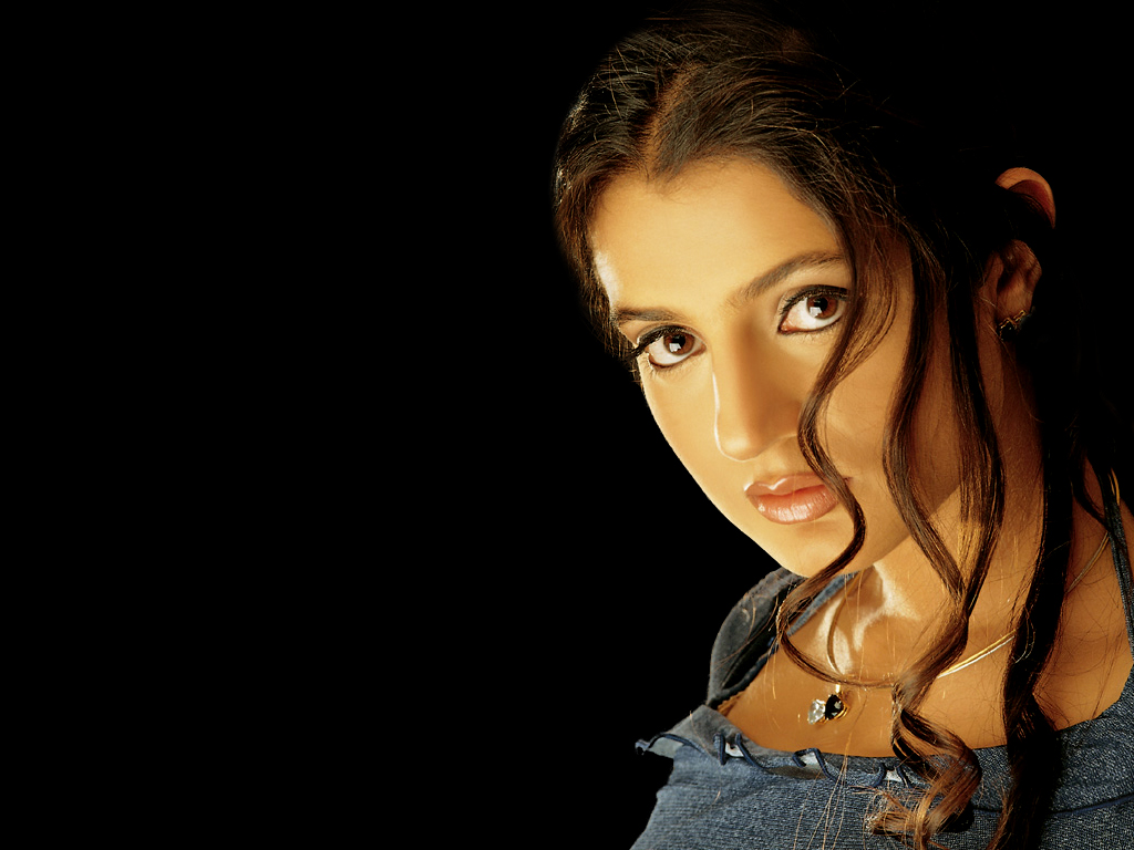 Amisha Patel HD Wallpapers, Hot Photo & Images For Your