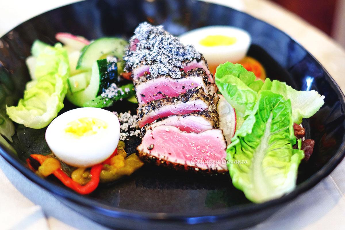 Nicoise Salad with tuna tataki - Arts Café by Raffles Jakarta (www.culinarybonanza.com)