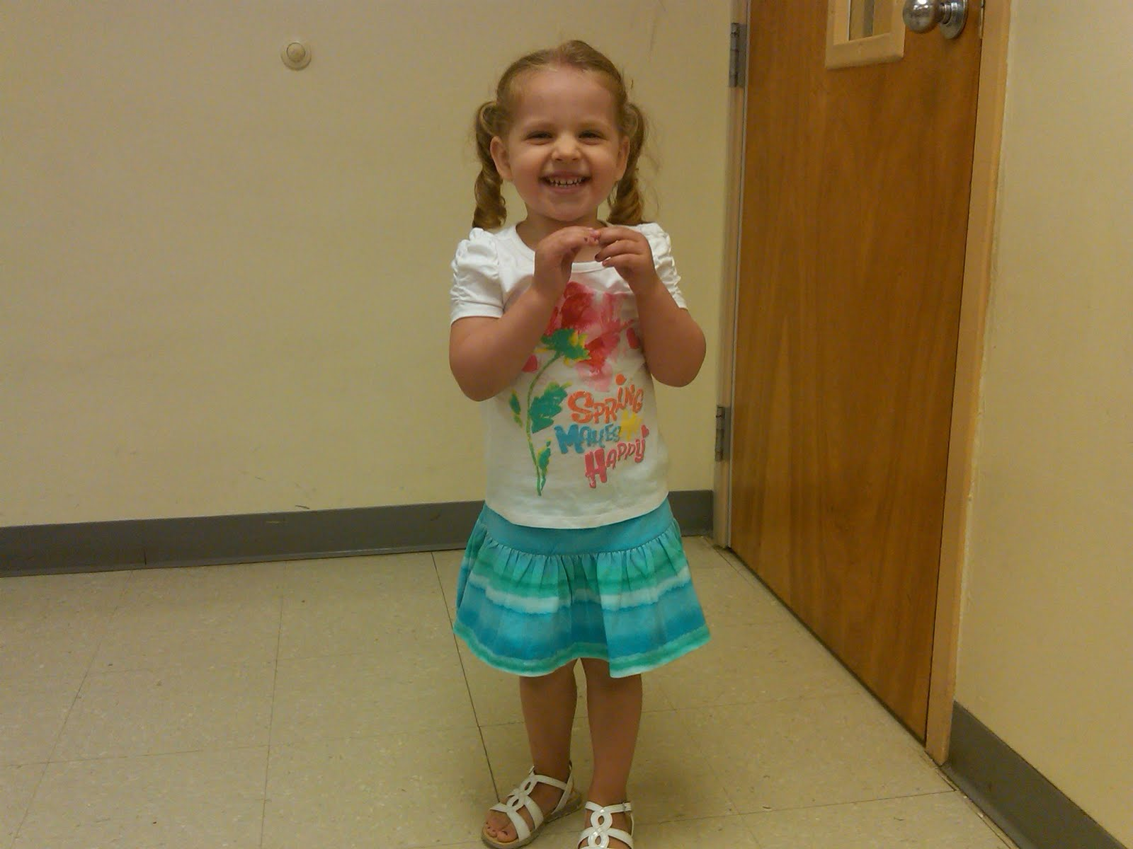 kindergarten girl pee
