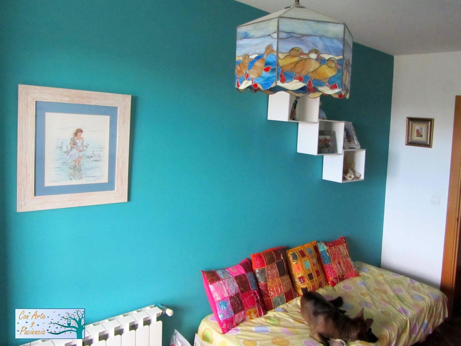 gatos,decorar,decoración,cajas,blancas,estanterías,marcos,fotos,hindu,mosaico,cojines,árabe,lámpara,tiffany,