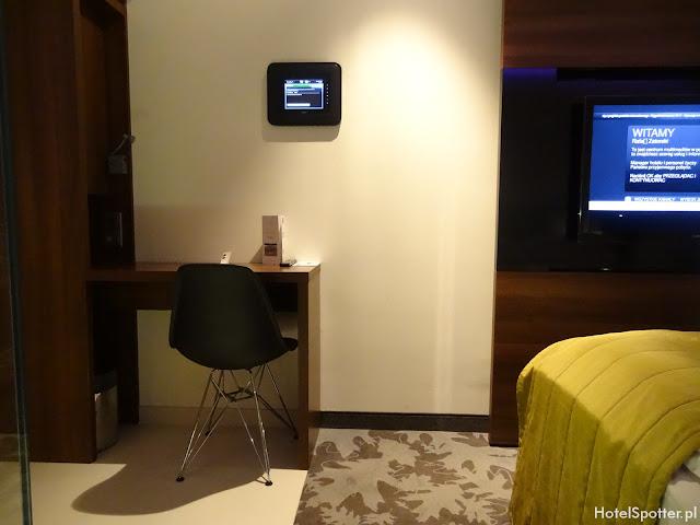 PURO Hotel Wroclaw - panel dotykowy w pokoju