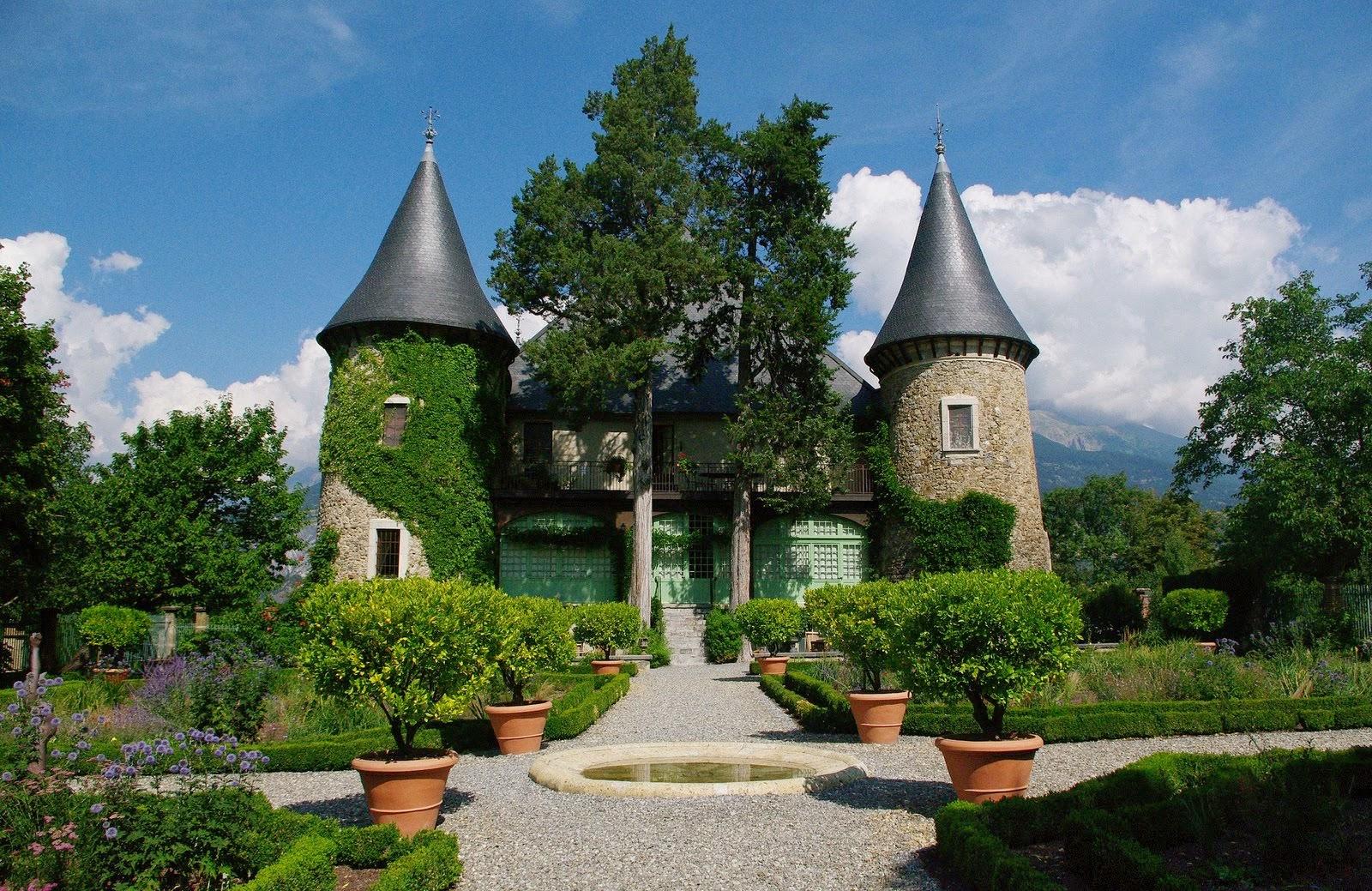 Château de Picomtal XIe-XIVe-XVIe-XIXe s,près d'Embrun (Hautes Alpes)