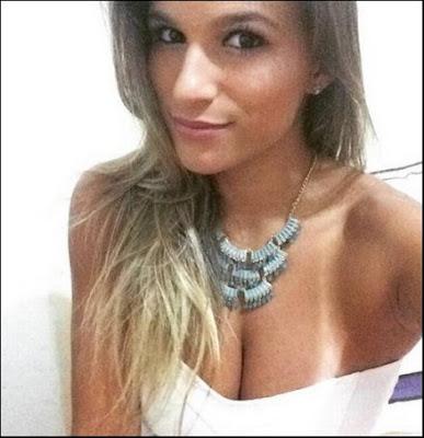 Jade Barbosa posta foto com decote