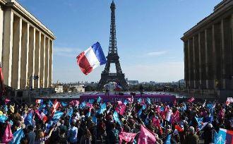 Zeci de mii de persoane au protestat la Paris împotriva căsătoriilor între homosexuali