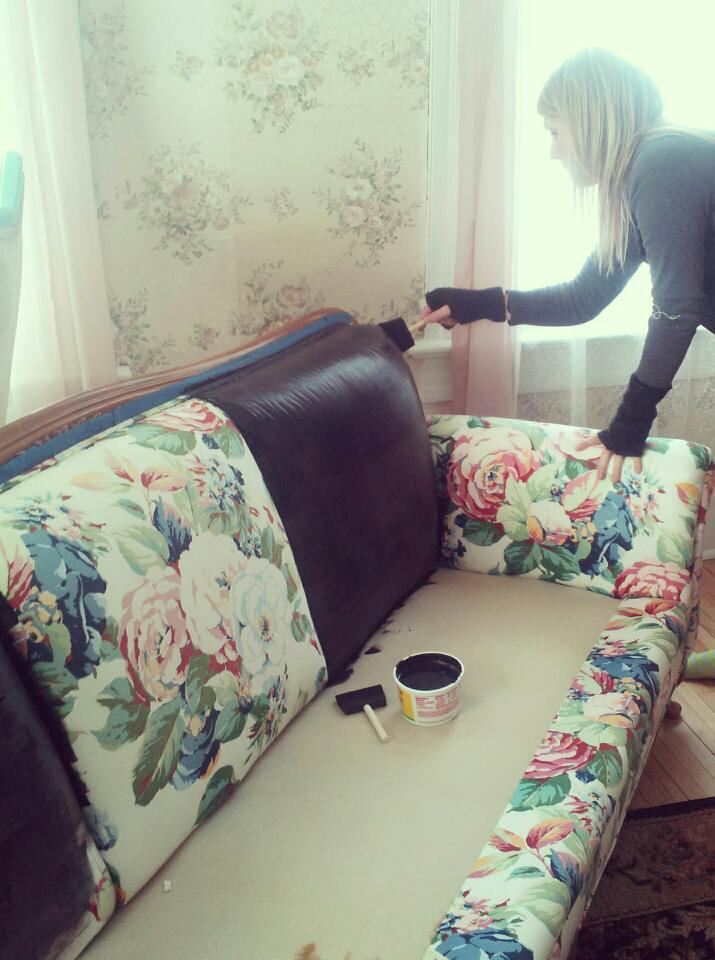 the white house girls painted couch reveal. Black Bedroom Furniture Sets. Home Design Ideas