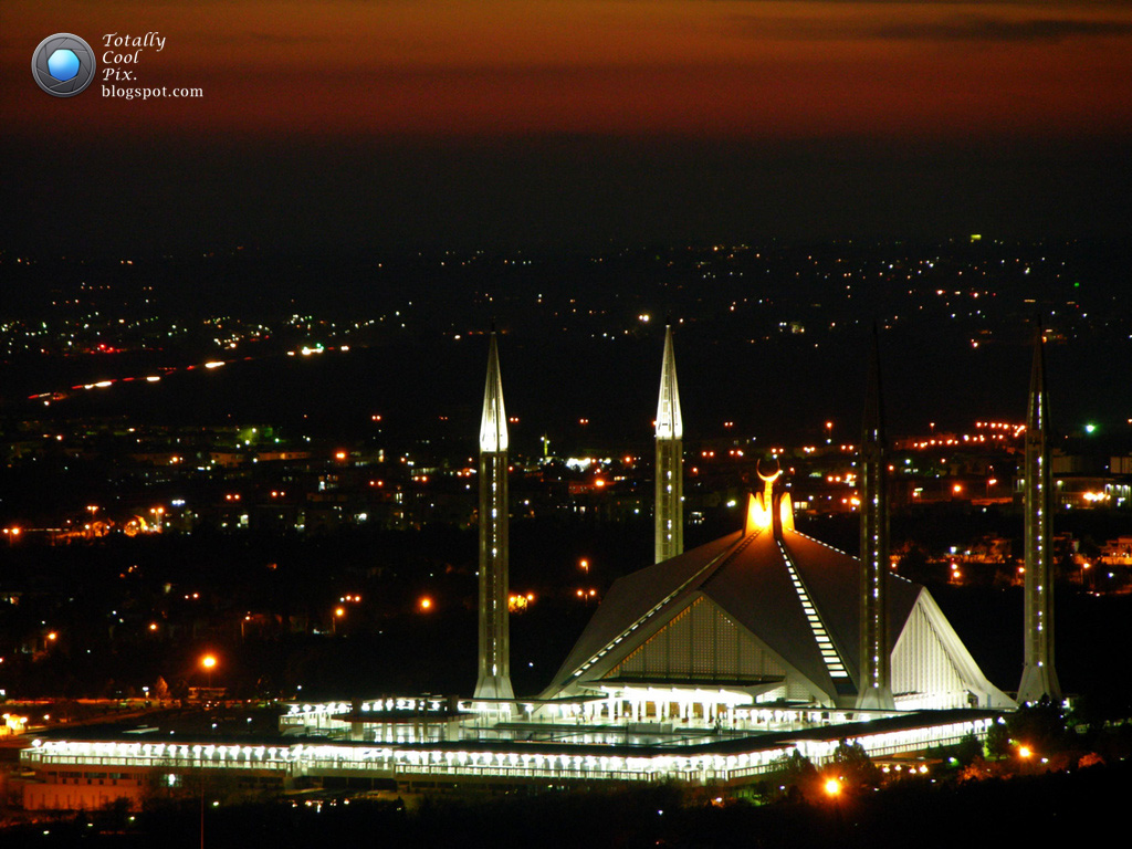 http://3.bp.blogspot.com/-DjPerRMtz60/UB3iF1bC3SI/AAAAAAAACQI/HOa_7UgO2Ss/s1600/14-August-independence-day-of-Pakistan-HD-wallpaper-and-greeting-card-18-beautiful-islamabad-on-azadi-day.jpg