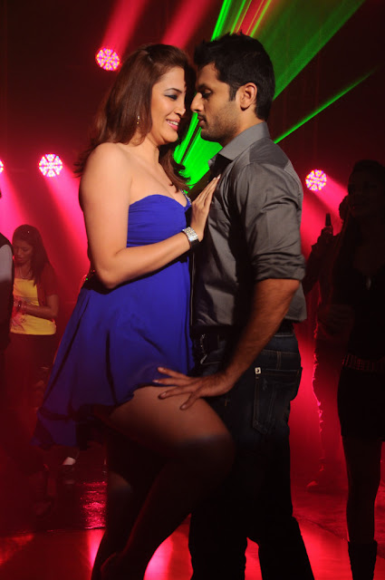 Jwala Gutta and Nithin Still form Gunde Jaari Gallanthayyindi Movie