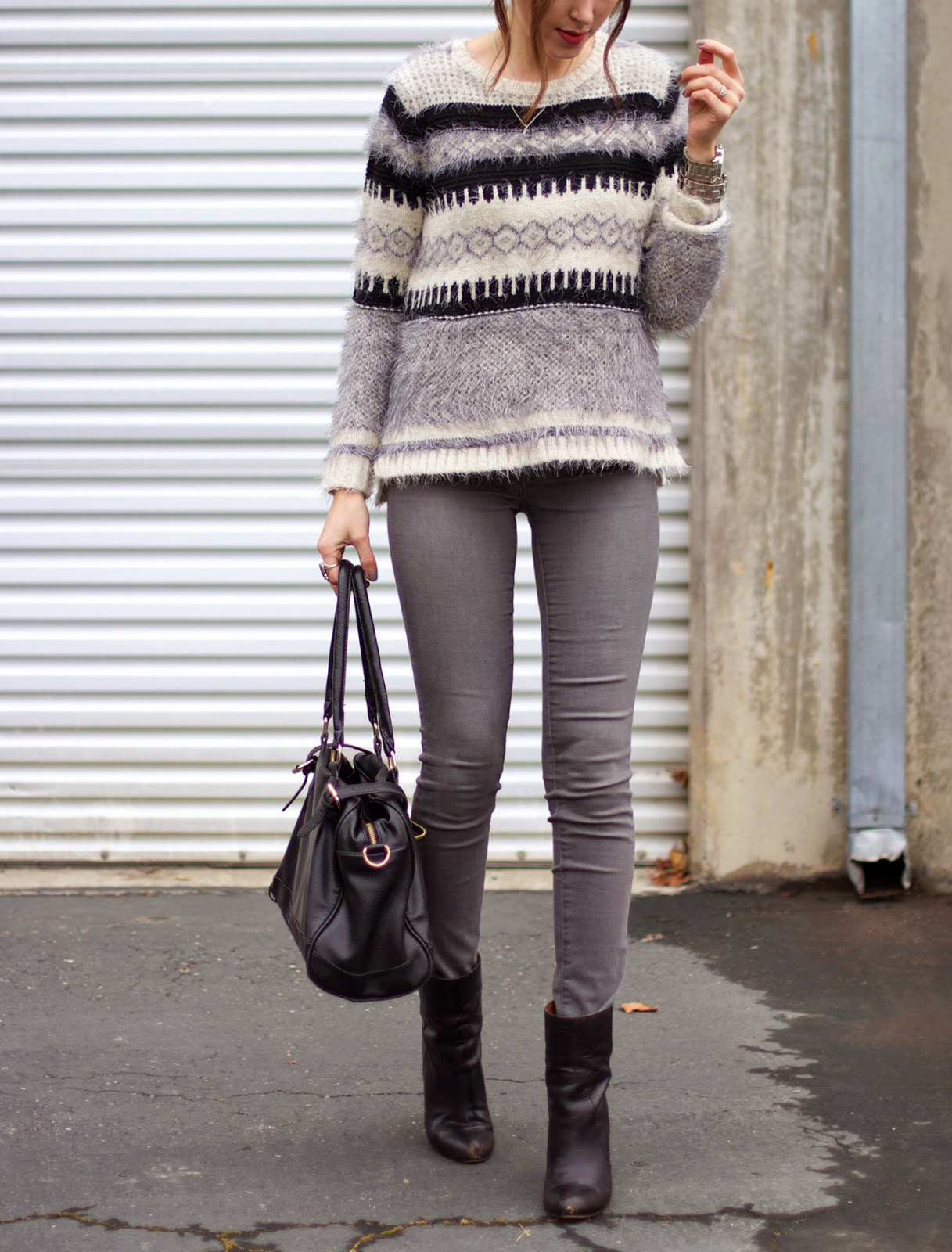 grey-jeans-outfit