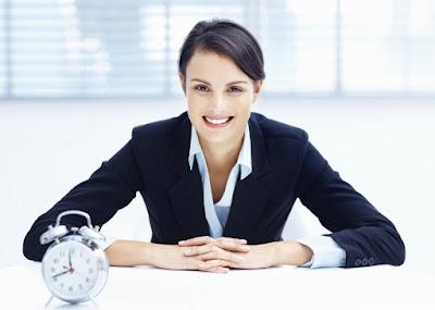 woman-time-control clock management - هل تجيدين فن التحكم في الوقت؟ اختبري نفسك