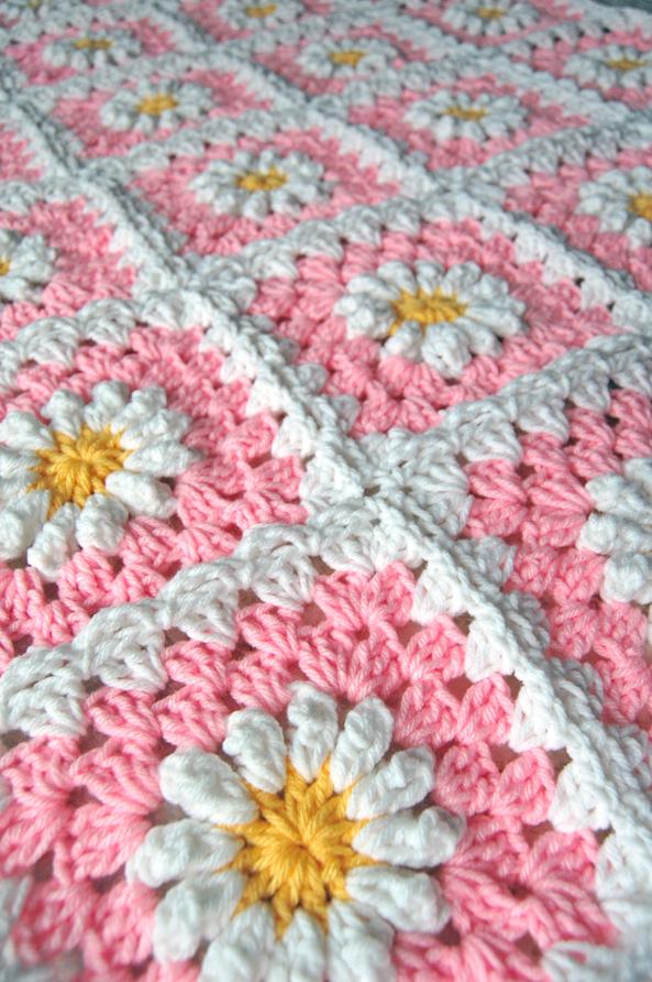 Crochet Daisy Flower Blanket Pattern : tillie tulip - a handmade mishmosh: New pink daisy blanket ...