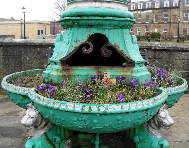 Fleetwood fountain and flowers