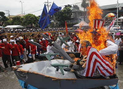 Buring of Pnoy and Uncle Sam during SONA 2012